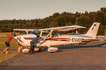 D-EVJO - Private Cessna 172 Skyhawk (all models except RG)
