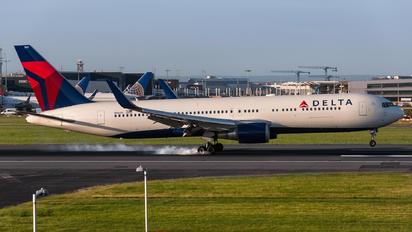 N1605 - Delta Air Lines Boeing 767-300ER