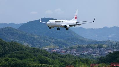 JA345J - JAL - Japan Airlines Boeing 737-800