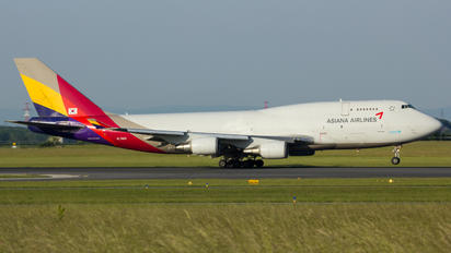 HL7421 - Asiana Airlines Boeing 747-400