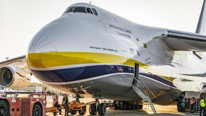 - -  Antonov An-124