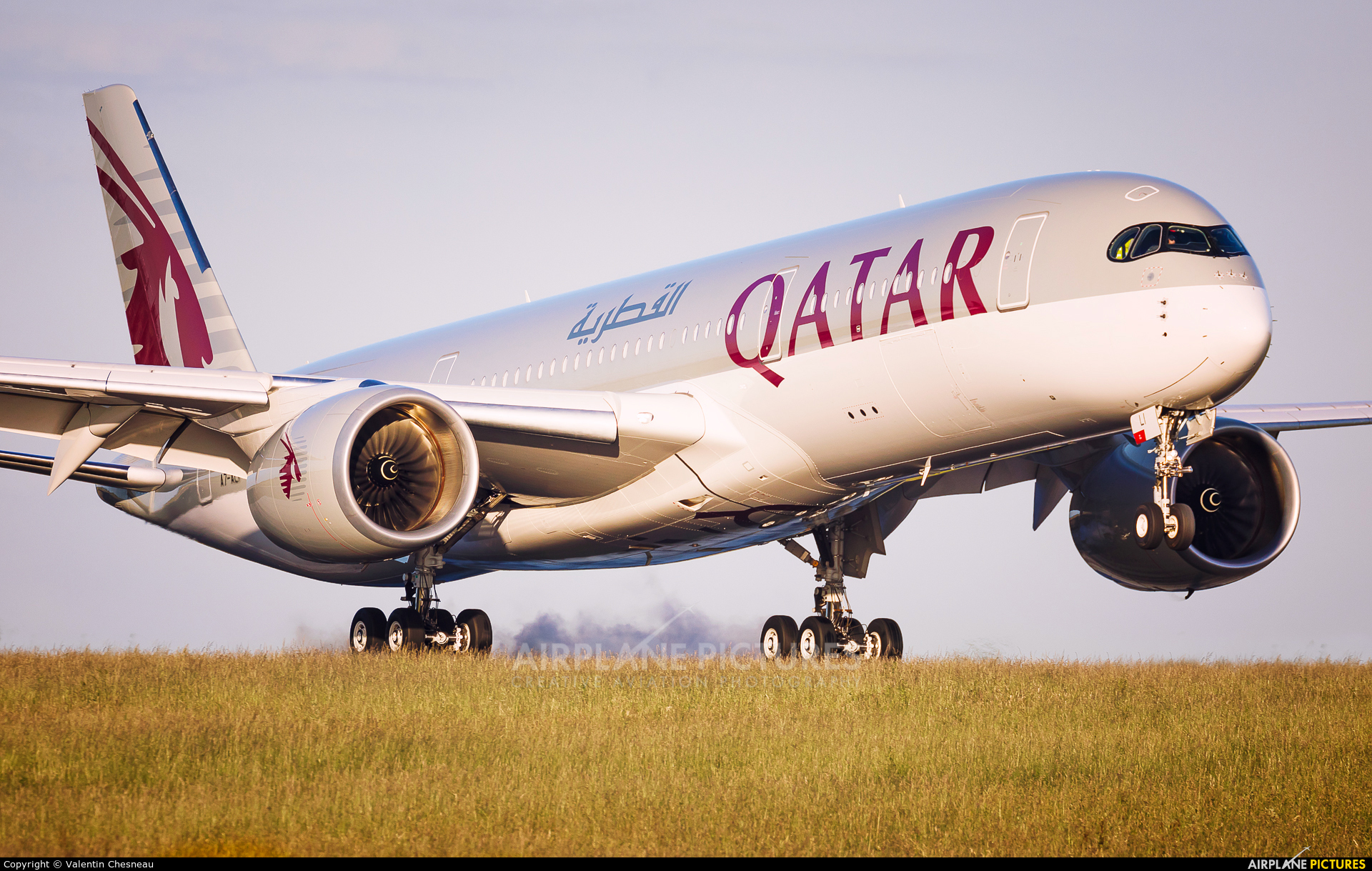 Qatar Airways A7-ALI aircraft at Paris - Charles de Gaulle