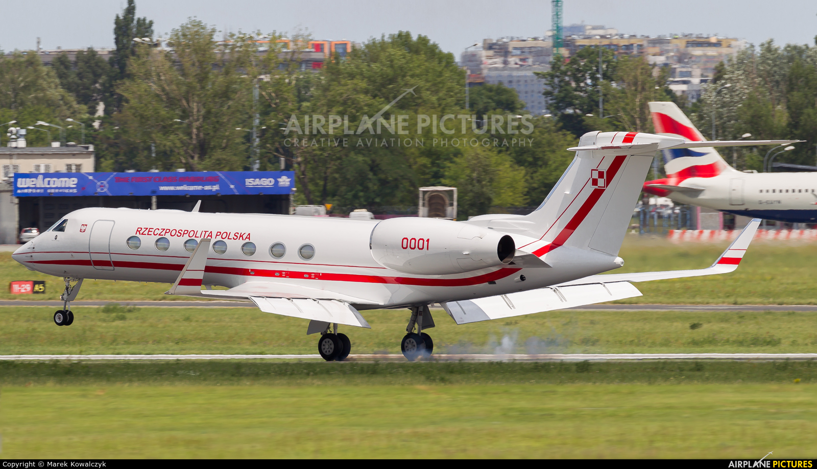 Poland - Government 0001 aircraft at Warsaw - Frederic Chopin