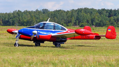 UR-KHG - Private LET L-200 Morava