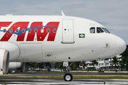 PR-MBW - TAM Airbus A319 aircraft
