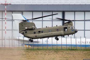 13-08434 - USA - Army Boeing CH-47F Chinook
