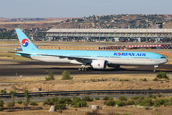 HL8218 - Korean Air Boeing 777-300ER