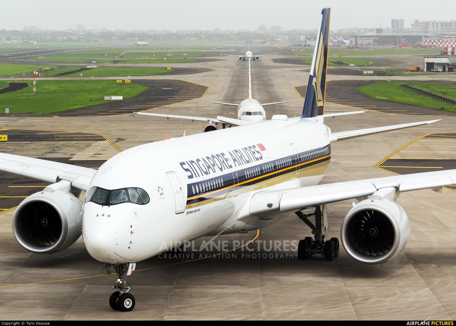 Singapore Airlines 9V-SMI aircraft at Mumbai - Chhatrapati Shivaji Intl