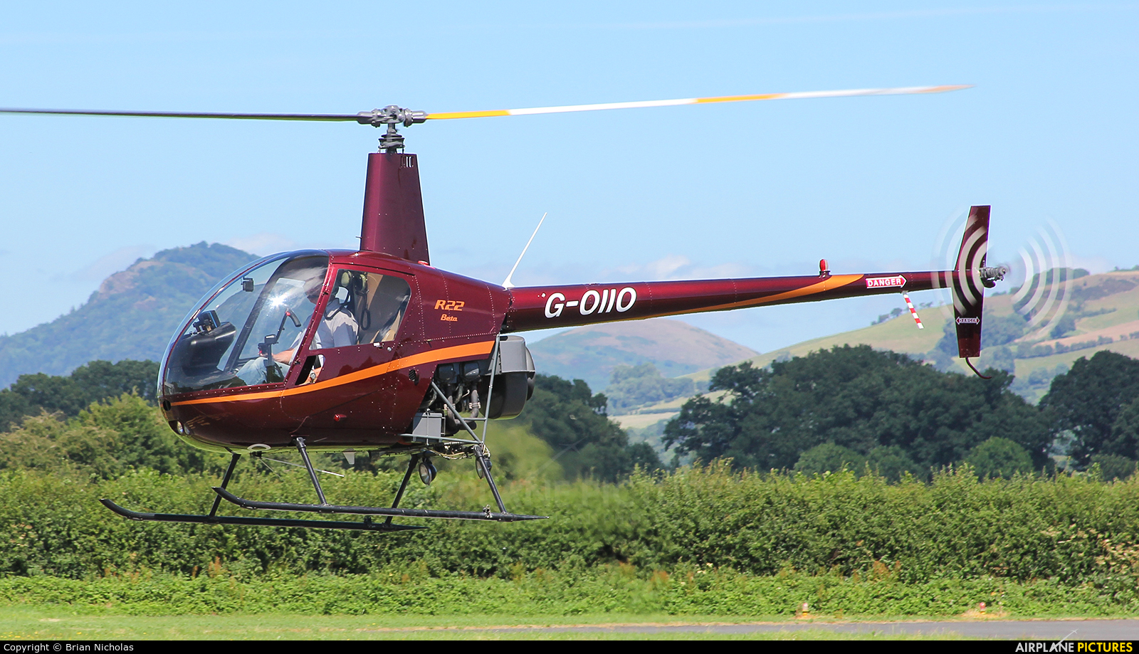 Whizzard Helicopters G-OIIO aircraft at Welshpool