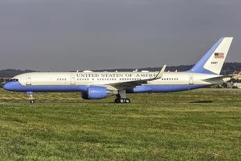 09-0017 - USA - Air Force Boeing C-32A