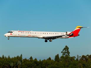 EC-MLN - Iberia Bombardier CRJ-1000NextGen