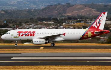 PR-MAV - TAM Airbus A320
