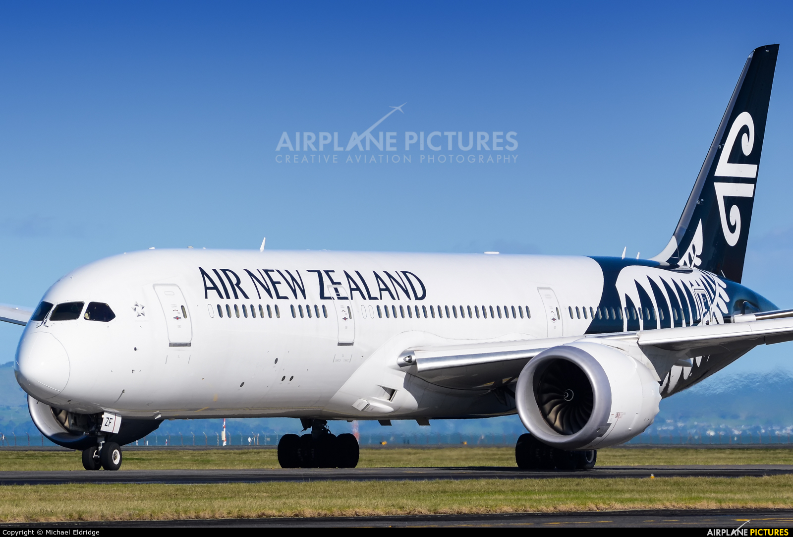 Air New Zealand ZK-NZF aircraft at Auckland Intl
