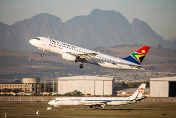 ZS-SZH - South African Airways Airbus A320