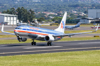 N884NN - American Airlines Boeing 737-800
