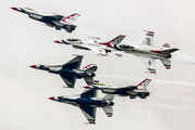 - - USA - Air Force : Thunderbirds General Dynamics F-16C Fighting Falcon aircraft