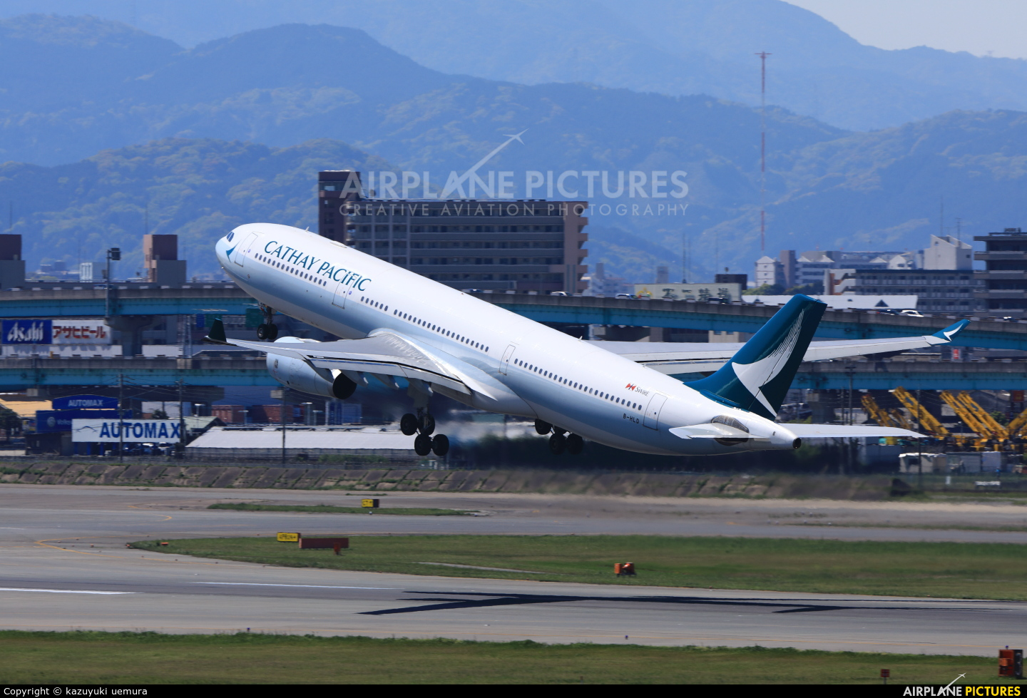 Cathay Pacific B-HLD aircraft at Fukuoka