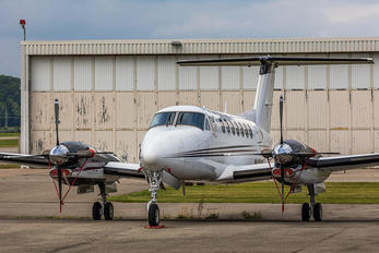 N404SA - Private Beechcraft 300 King Air 350