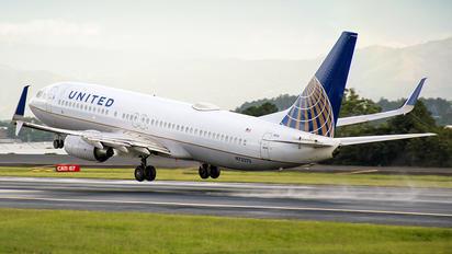N73270 - United Airlines Boeing 737-700