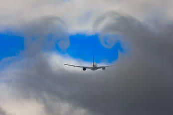 - - Delta Air Lines Boeing 777-200LR