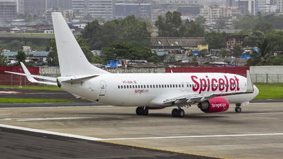 VT-SLN - SpiceJet Boeing 737-800