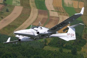 SP-SZE - Fly Polska  Diamond DA 42 Twin Star