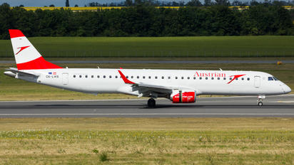 OE-LWE - Austrian Airlines/Arrows/Tyrolean Embraer ERJ-195 (190-200)