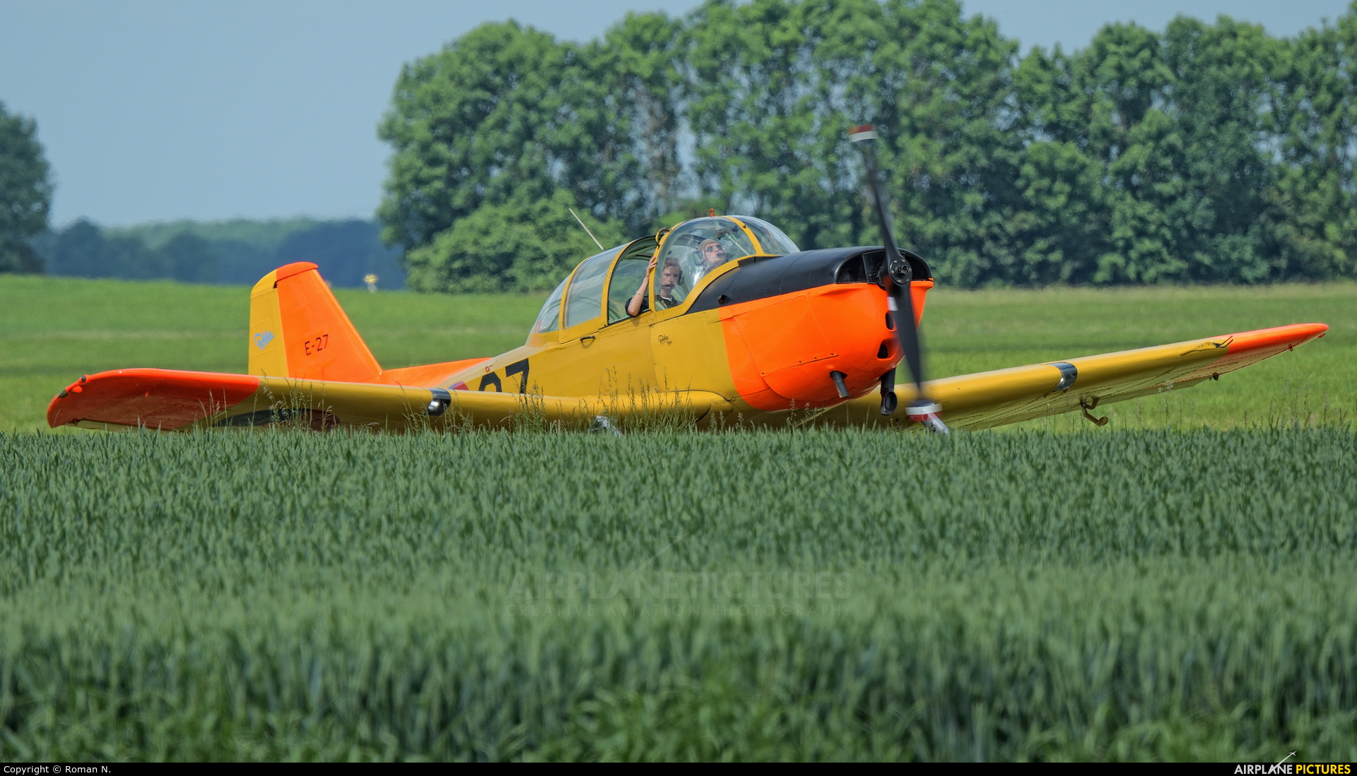 Private PH-HOL aircraft at Oostwold