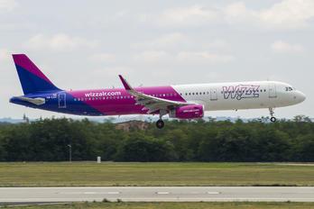HA-LXT - Wizz Air Airbus A321