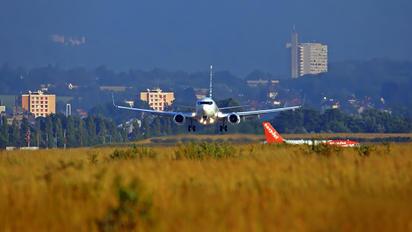 N2708E - Private Boeing 737-700