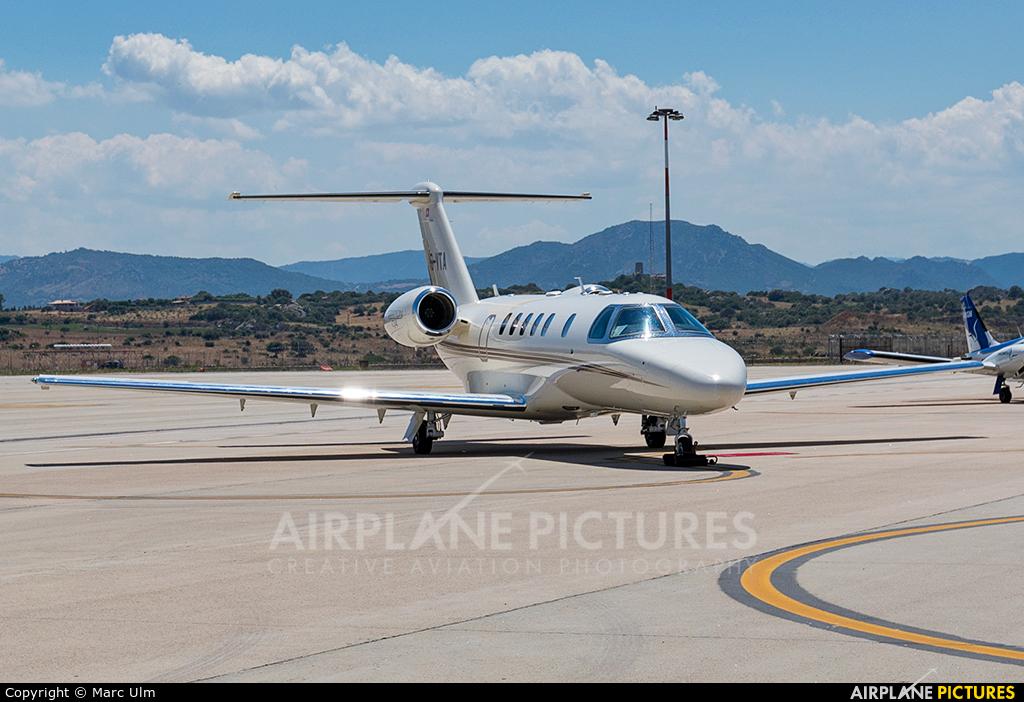 Albinati Aéronautics HB-VTA aircraft at Olbia Costa Smeralda