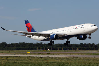N811NW - Delta Air Lines Airbus A330-300