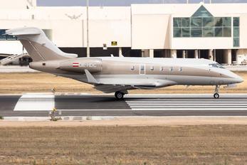 OE-HDC - LaudaMotion Bombardier BD-100 Challenger 300 series