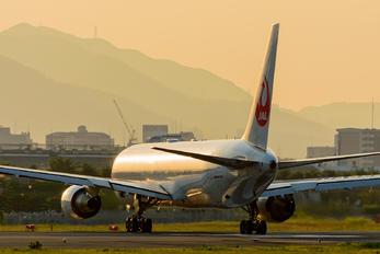 JA622J - JAL - Japan Airlines Boeing 767-300ER