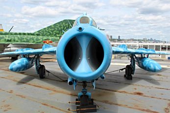 0327 - Vietnam - Air Force Mikoyan-Gurevich MiG-17