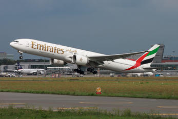 A6-EPS - Emirates Airlines Boeing 777-300ER