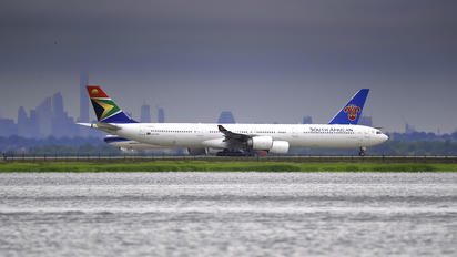 ZS-SNG - South African Airways Airbus A340-600