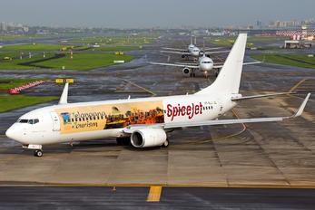VT-SLJ - SpiceJet Boeing 737-800