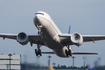 N2135U - United Airlines Boeing 777-300ER