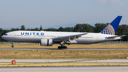 N221UA - United Airlines Boeing 777-200ER