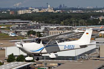 D-EEZU - Private Cessna 172 Skyhawk (all models except RG)