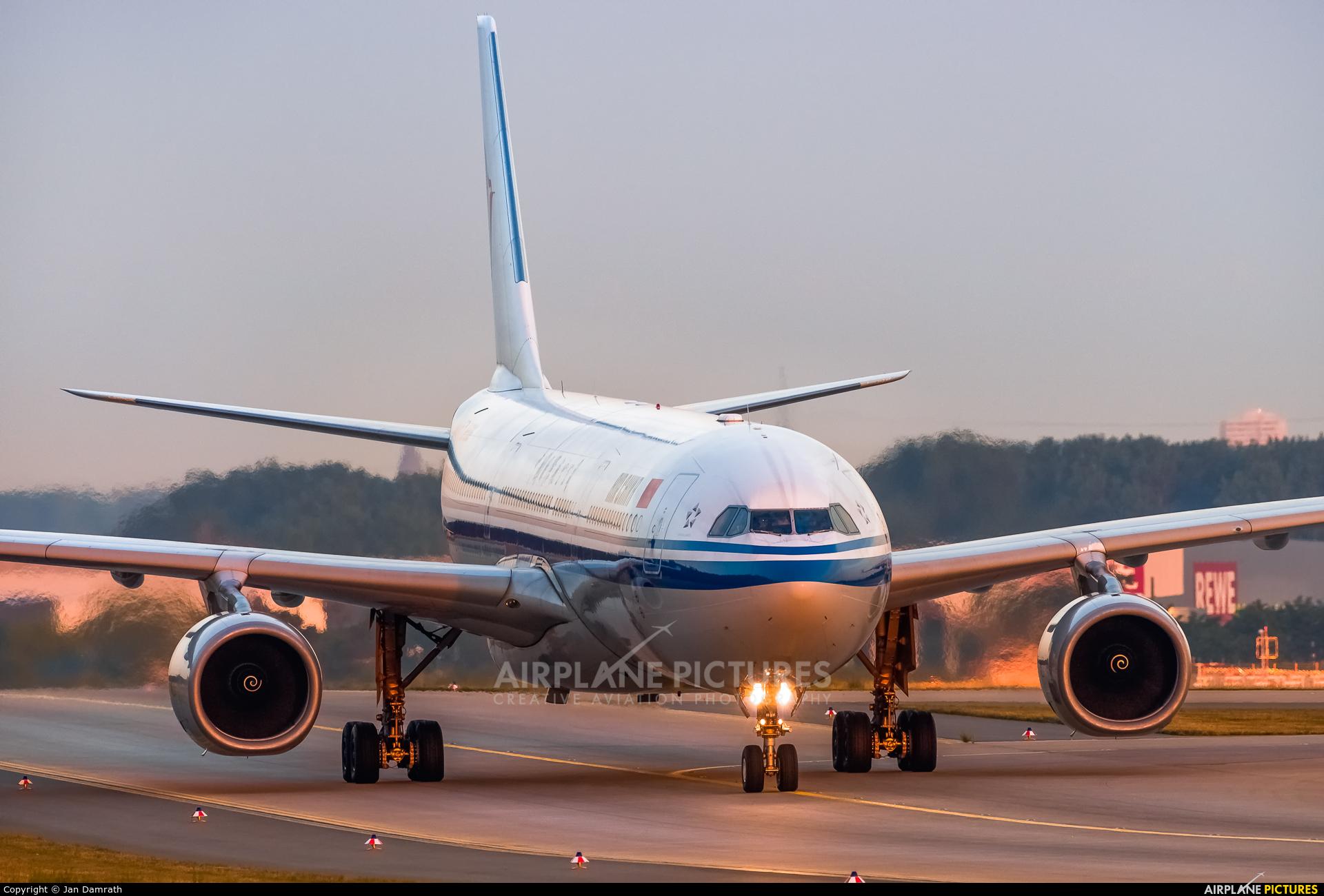 Air China B-5906 aircraft at Frankfurt