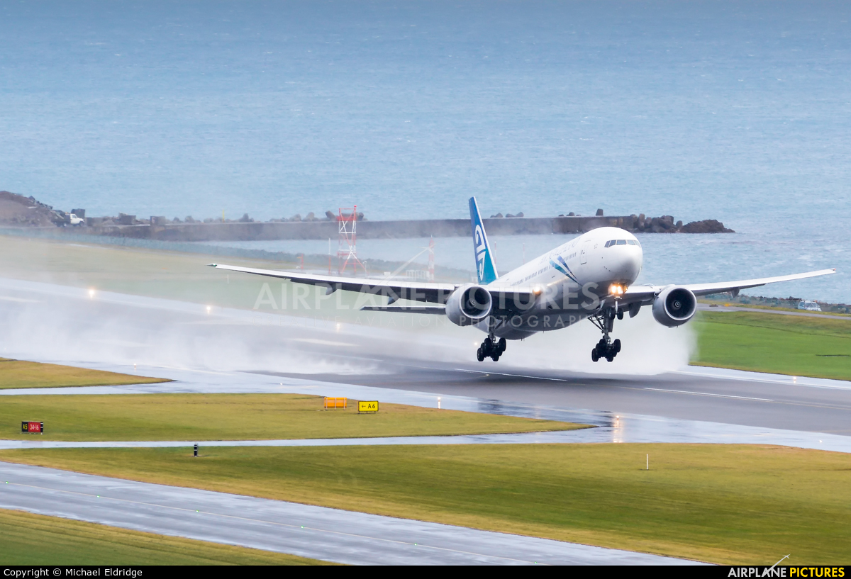 Air New Zealand ZK-OKG aircraft at Wellington Intl