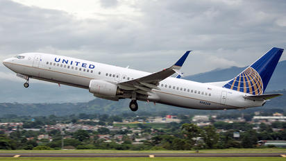 N14228 - Continental Airlines Boeing 737-800