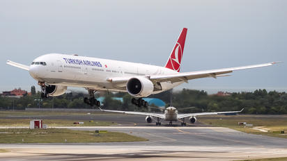 TC-JJT - Turkish Airlines Boeing 777-300ER