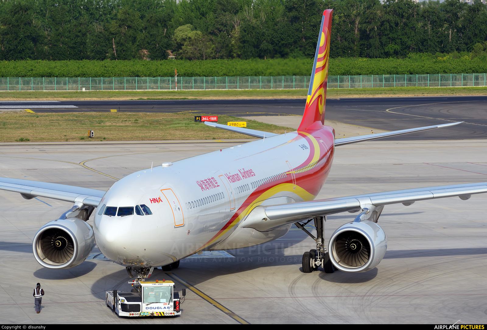 Hainan Airlines B-8118 aircraft at Beijing - Capital