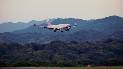 B-18615 - China Airlines Boeing 737-800