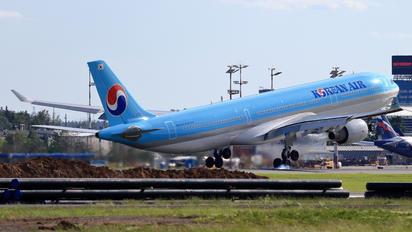 HL8001 - Korean Air Airbus A330-300