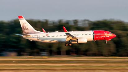 LN-DYF - Norwegian Air Shuttle Boeing 737-800