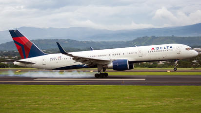 N672DL - Delta Air Lines Boeing 757-200